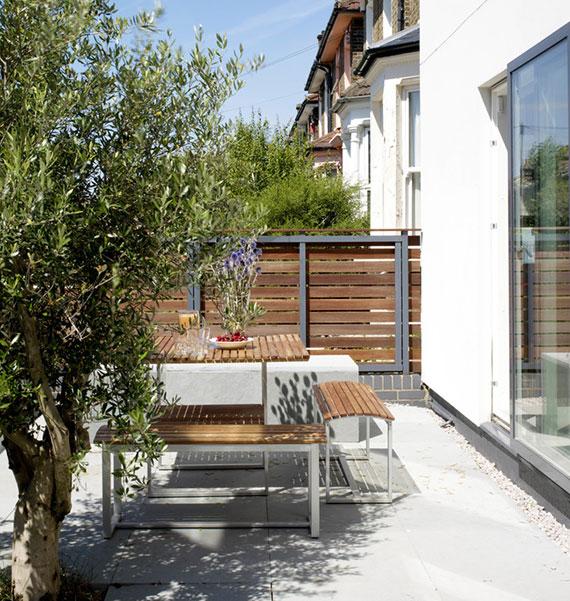 den Gartenzaun an der Grundstücksgrenze muss dem ortsüblichen Erscheinungsbild entsprechen