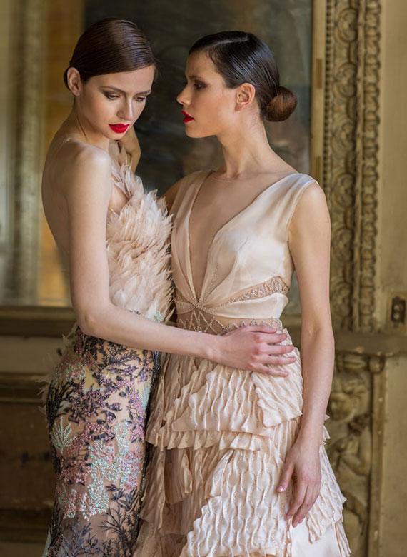 der feminine Kleidungsstil betont die Weiblichkeit durch schmale Schnitte und taillierte Kleidungsstücke