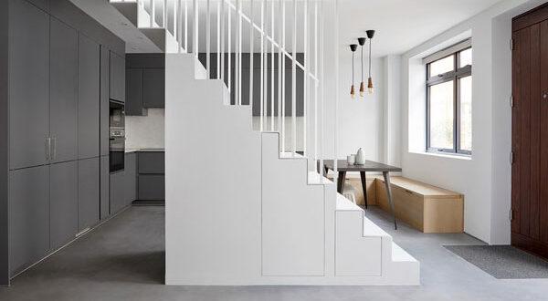 Stauraum unter Treppe und Co.: Wie nutzt man Nischen optimal?