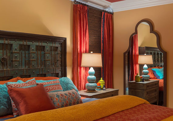 Ihren orientalischen Traum zaubern durch warme farben an den wänden,indirekte beleuchtung sowie bunte Sofakissen und Sitzkissen
