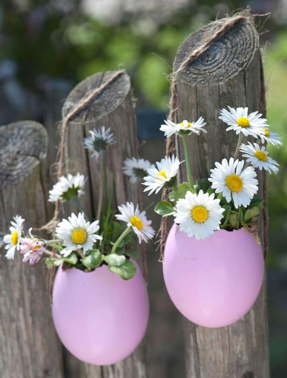 gartenzaun zu ostern festlich dekoriren mit diy mini blumenvasen aus eierschalen