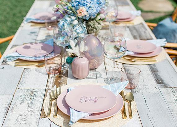 elegante Tischdeko zu Ostern in hellrosa