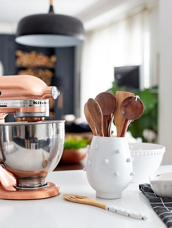 attraktive Kochlöffelhalter und Küchen-Accessoires basteln aus glasvase mit holzkappen
