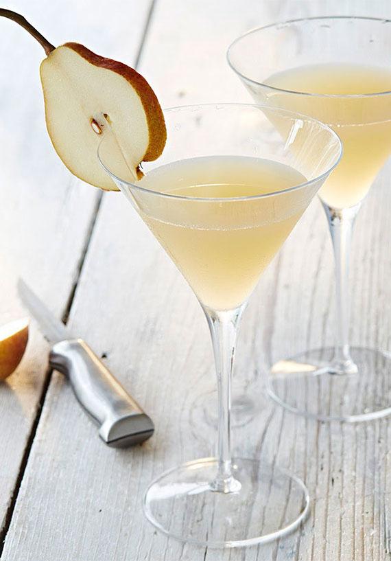 erfrischende Martini mixgetränke  selber zubereiten mit wodka, zitronensaft und  Holunderblütenlikör