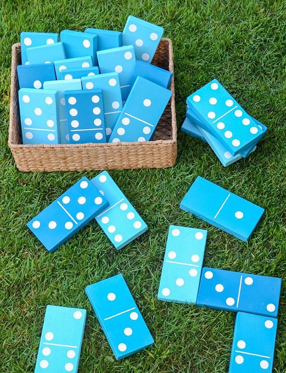 Osterspiele für draußen_Dominosteine aus holz basteln und im garten spielen