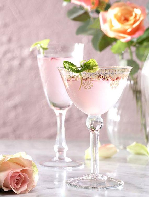 große Auswahl der besten Martini Mixgetränke_rezeptidee mit gin und rosensirup