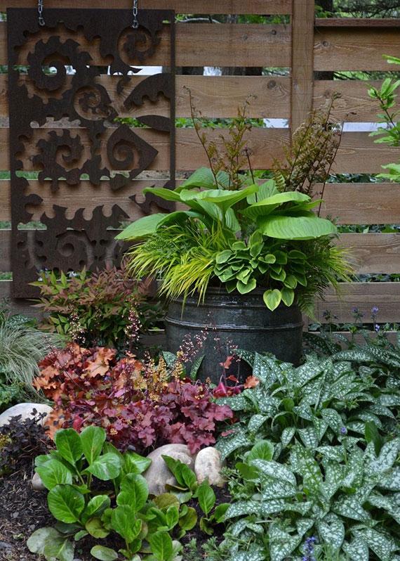 originelle gartenideen mit pflanzen im kübel