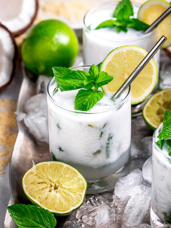 erfrischender Mojito mit Kokoswasser