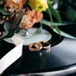 Hochzeitszeremonie Ideen für ein unvergessliches Moment wie die Übergabe und der Tausch der Trauringe