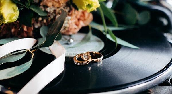 Trauring-Übergabe: Tipps für den emotionalen Höhepunkt jeder Hochzeit