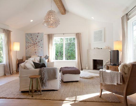 Textilien und Wohn Accessoires wie Kissen und Decken sorgen immer für mehr Gemütlichkeit im Wohnzimmer