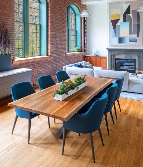 Tischmodelle aus Holz lassen sich nach Belieben konfigurieren und mit verschiedensten Stühlen kombinieren