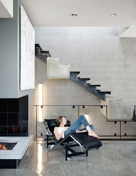 auffällige Innentreppe mit attraktivem Treppendesign durch die Kombination von Beton und Stahl