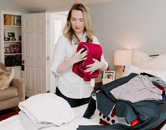 beim Entrümpeln immer eine bestimmte Reihenfolge beachten und am besten mit dem Kleiderschrank starten