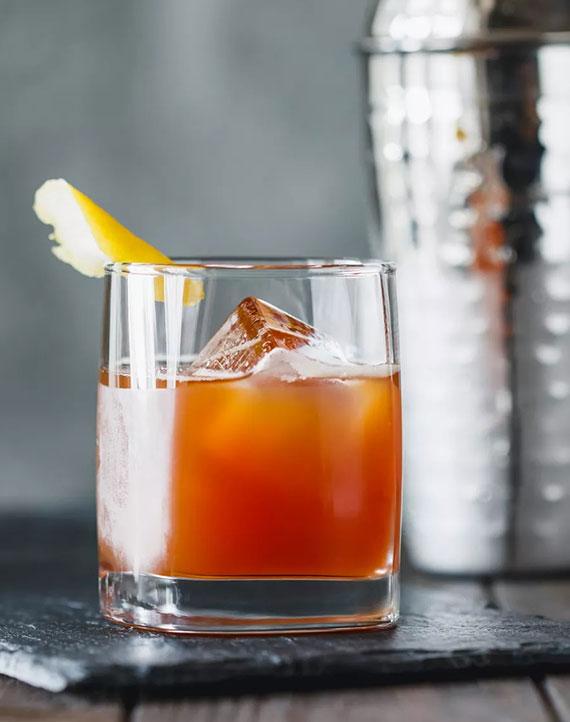 einfacher und leckerer Cocos Cocktail mit Jägermeister, Kokos-Rum und Ananassaft