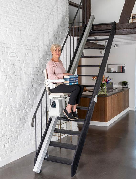für sicheres Treppensteigen die moderne treppe mit einem sitzlift kombinieren