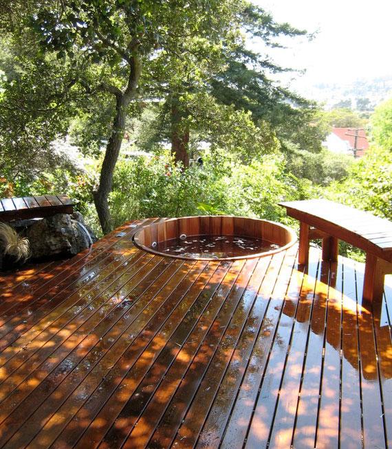 der trendige hot tub ist ein echter Blickfang im Garten und nimmt weniger Platz ein als ein Whirlpool