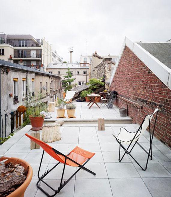 mit passendem bodenbelag und einigen dekorationen das flachdach in wohnliche terrassenoase transformieren