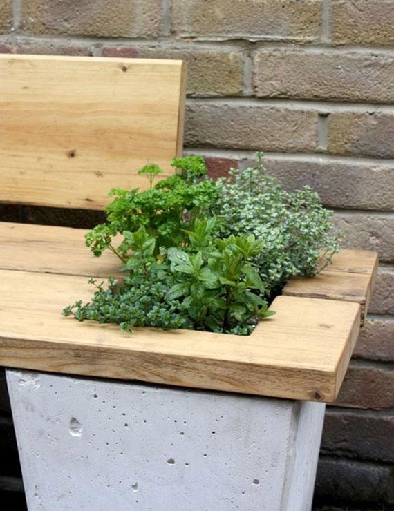 kreative idee für selbstgemachte gartenbank aus betonkübeln und holz