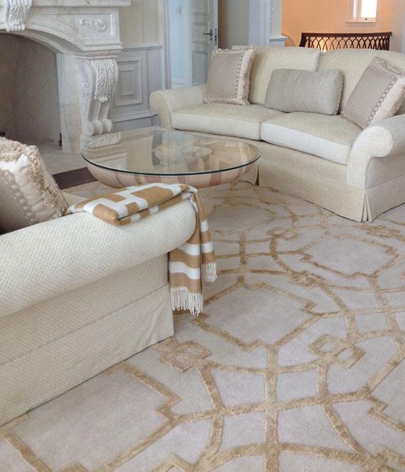 bei einer gemütlichen Raumgestaltung darf ein kuscheliger Teppich nicht fehlen
