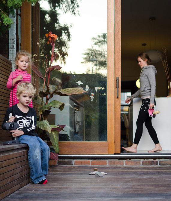 eine HS-Balkontür realisiert großflächige Durchgänge und lässt sich bequem auch von draußen öffnen und schließen
