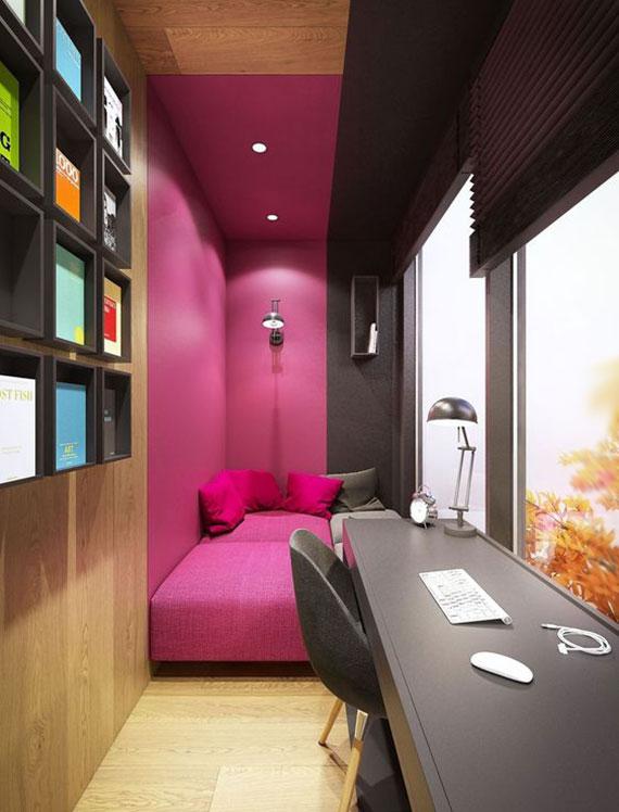 idee für kompakten heimbüro auf der terrasse mit modernem interieur, gemütlicher polstersitzecke in pink und schreibtisch vor dem fenster