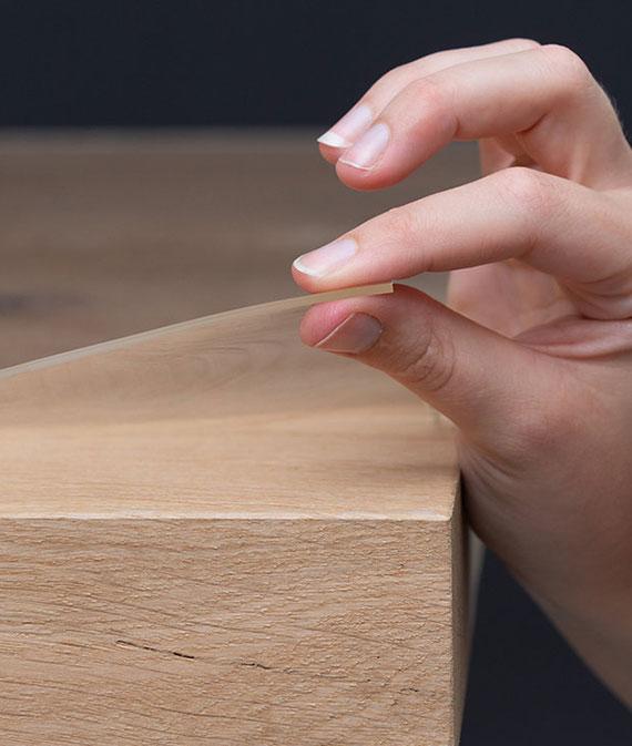 transparenter Tischschutz aus dickem Wachstuch für für einen natürlichen Holztisch-Look