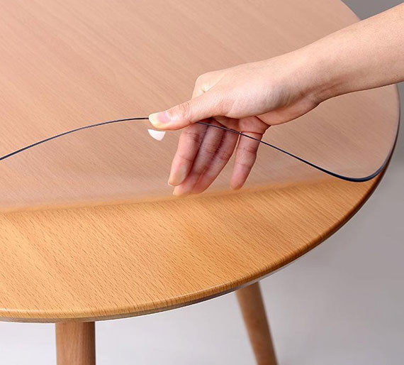 mit einer Tischfolie nach Maß bleibt der Tisch vor Kratzern, Flecken und Beschädigungen geschützt