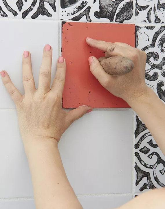Fliesen neu gestalten ganz einfach und kreativ mit einem schönen Muster-Stempel