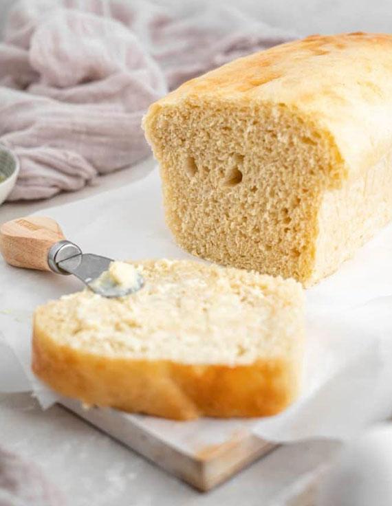 brotrezept mit mandelmehl für gesundere belegte brötchen zum frühstück
