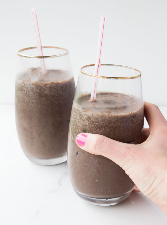 Mocha Eiscafé mit Chia und Mandelmilch_erfrischende Alternative für die heißen Sommertage