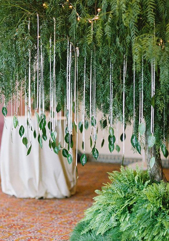Blattgrün Sitzplan basteln als schöne und natürliche Hochzeitsdeko im Garten
