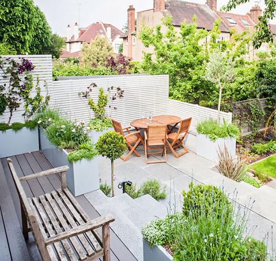 Ideen für stylischen Holz Windschutz einer Sitzecke im Garten