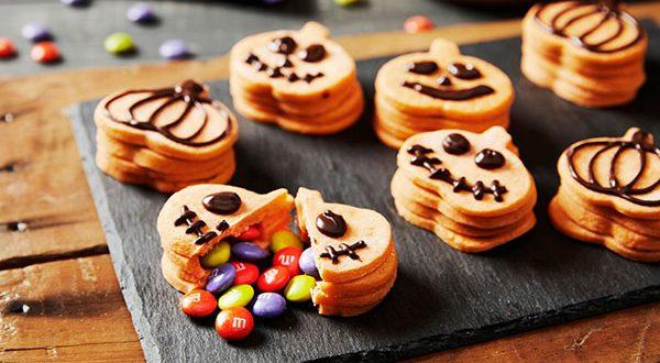 Schaurig-schöne M&M's Halloween Leckerbissen zubereiten