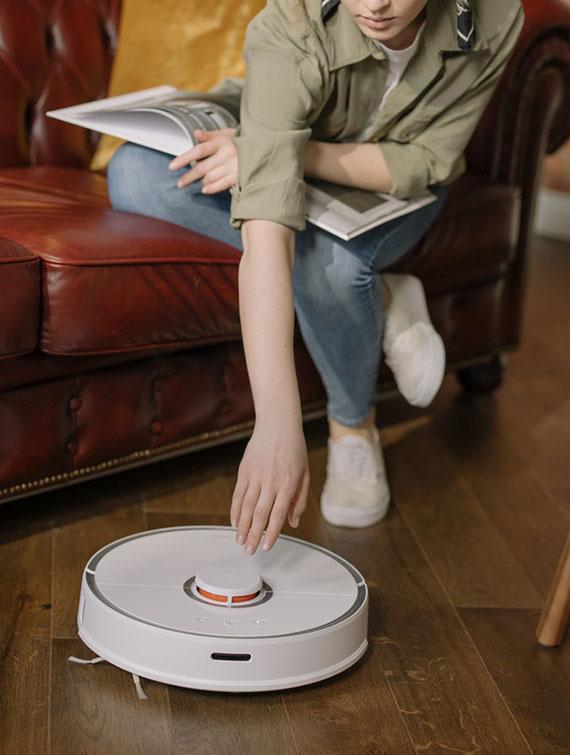 mit einem regelmäßig laufenden Staubsaugerroboter sorgen Sie im Alltag für besseren Sauberkeit in der Wohnung
