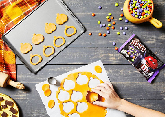 Halloween Kürbisplätzchen schnell und einfach selber zubereiten