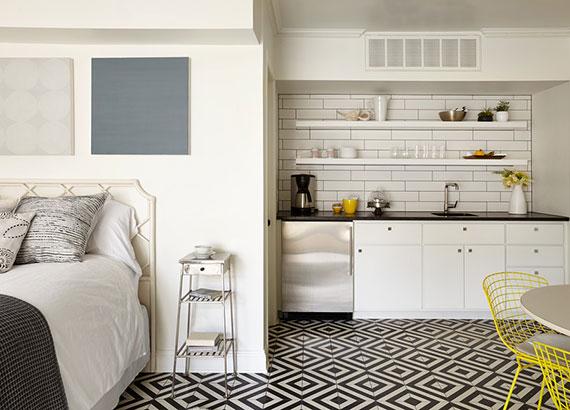 Küche und Bett im selben Raum_praktische Einrichtungsideen für kleine Wohnungen mit einer Miniküche in Nische
