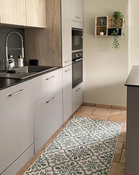 als vollwertiger Wohnraum die küche sauber halten und wohnlich gestalten mit einem küchenteppich