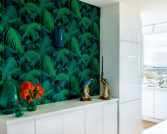 Tipps zum Jungle Lifestyle Wohntrend_tolle Tapeten mit exotischen Motiven setzen schöne  und mutige Akzente im Raum